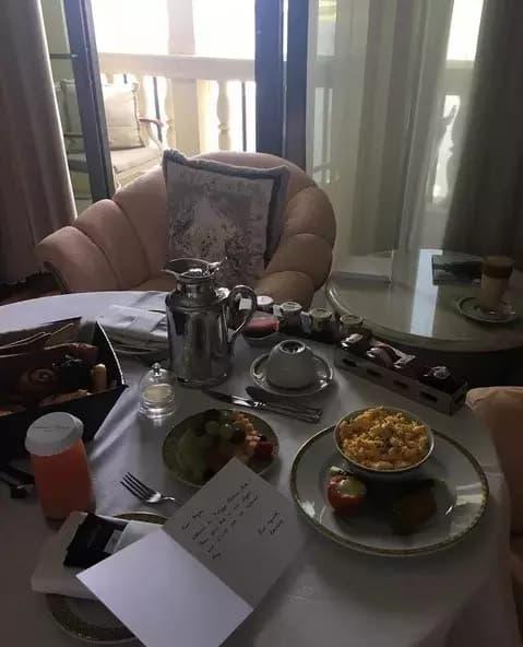 Баян Есентаева Алагөзовпен бірге күніне 25 мың доллар тұратын қонақүйде демалуда (фото)