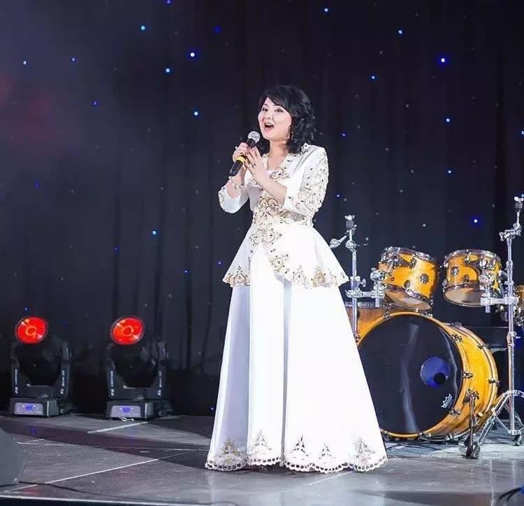 Астаналық әнші әйелді туған қызы